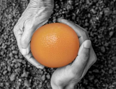 Händer apelsin